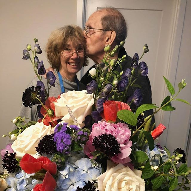 Lois and Allen celebrating their 58th wedding anniversary with Anna Held flowers! Congratulations!! 💞