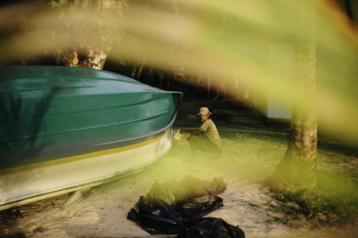 Slivers of gold: this fisherman is painting his boat in the rays of sunset.