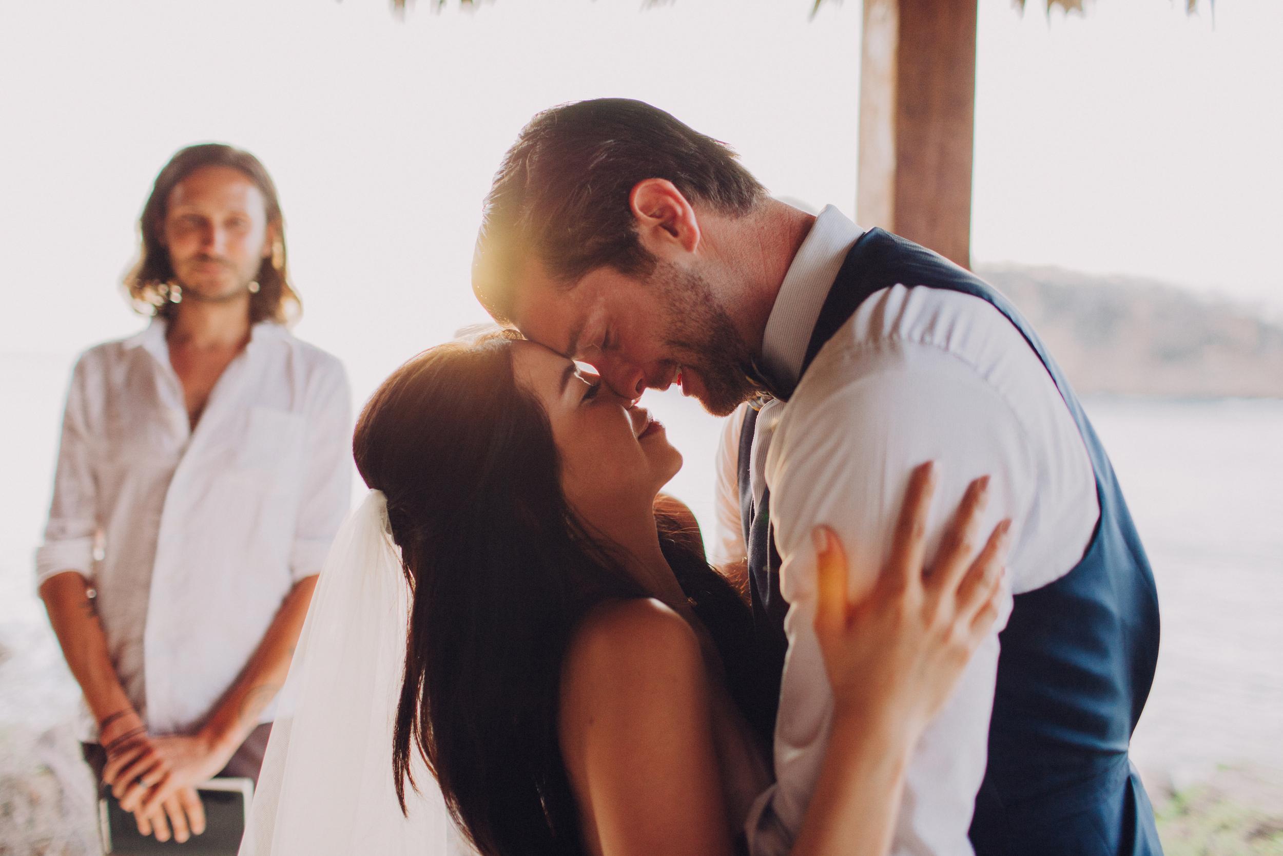 wedding photography Nicaragua kiss