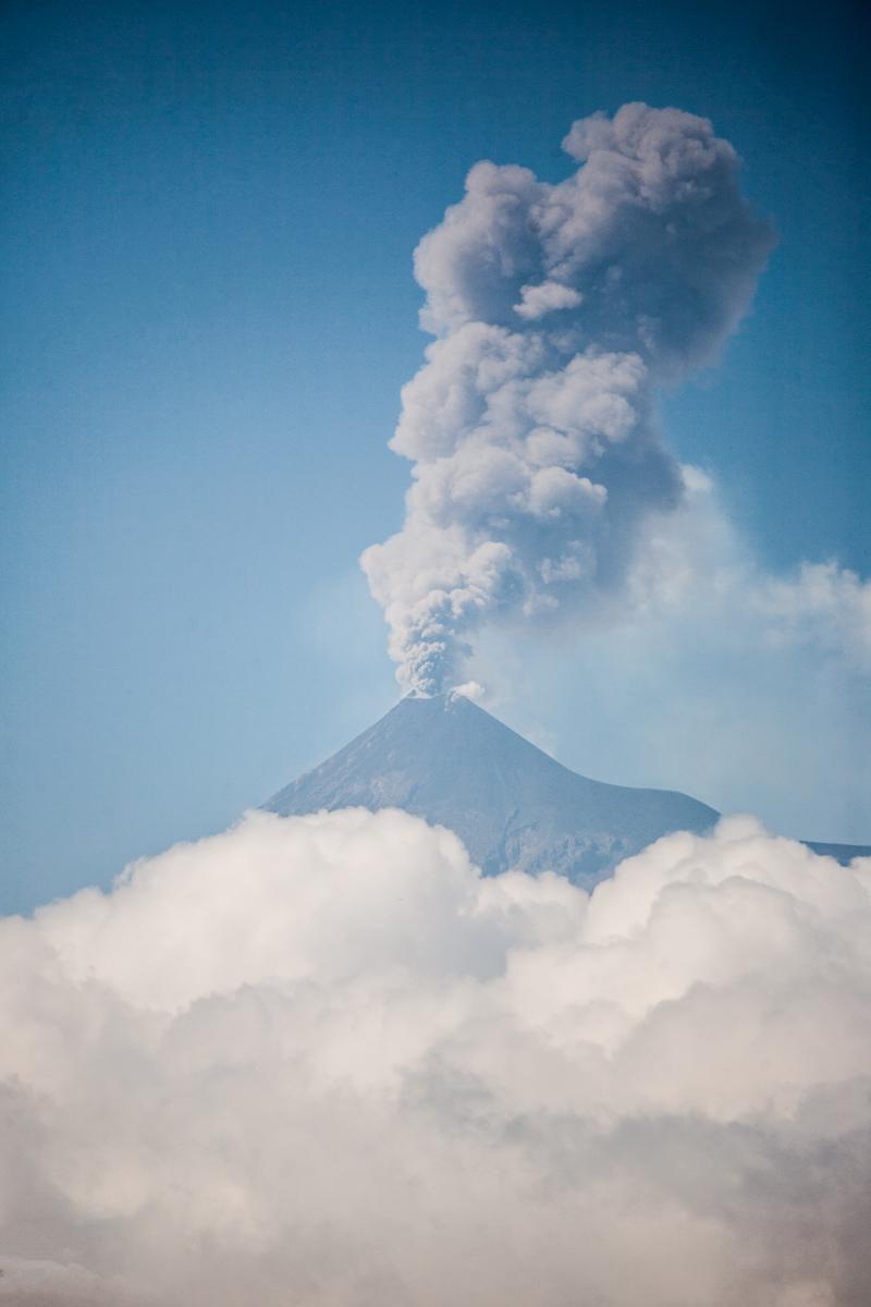 Volcano de fuego erupting Guatemala