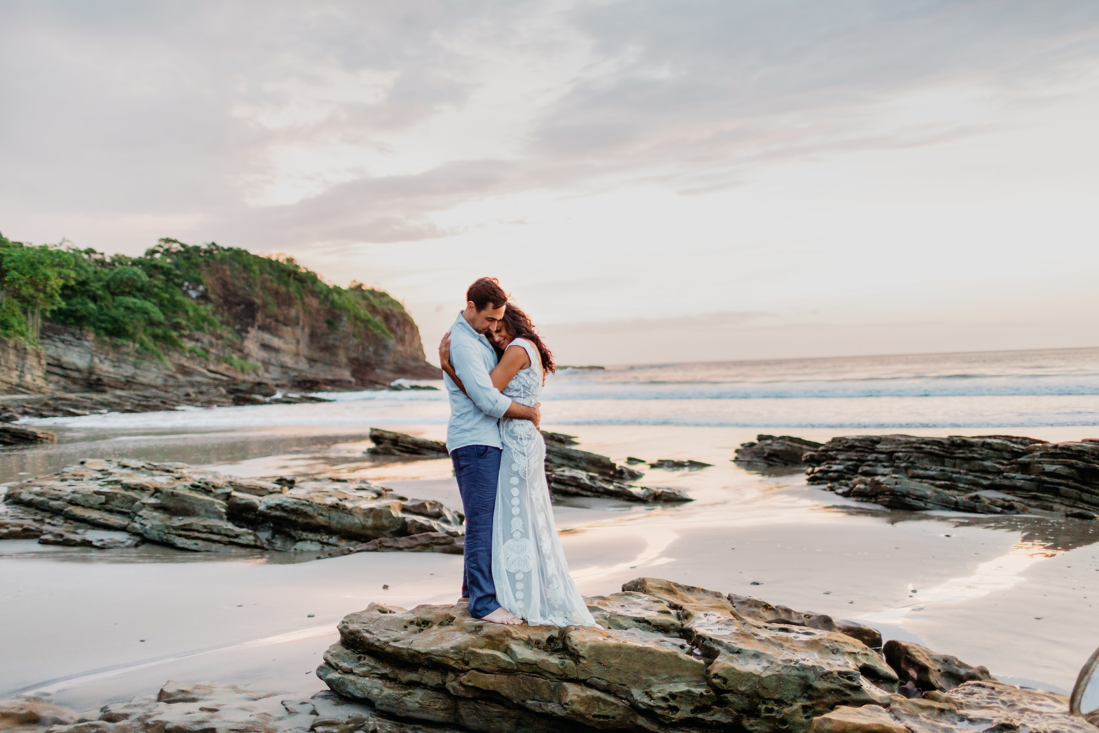 Couple photography beach photo inspiration in Costa rica