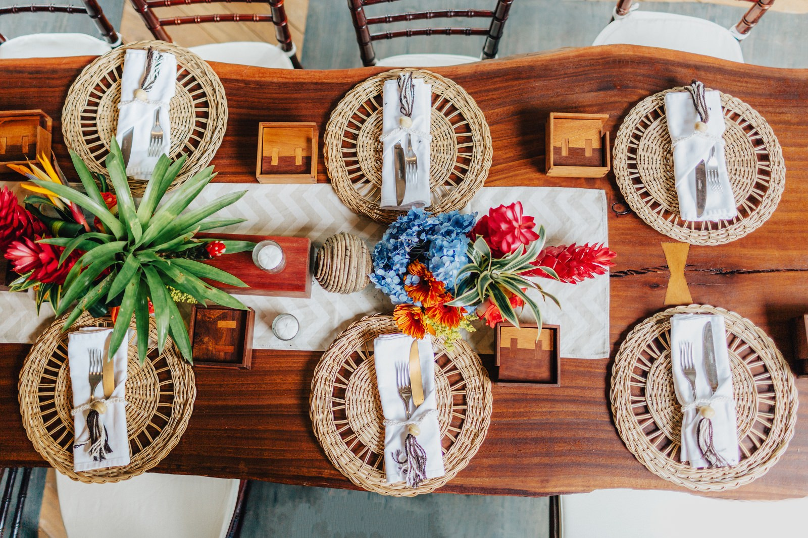 Tropical style wedding details in Costa rica