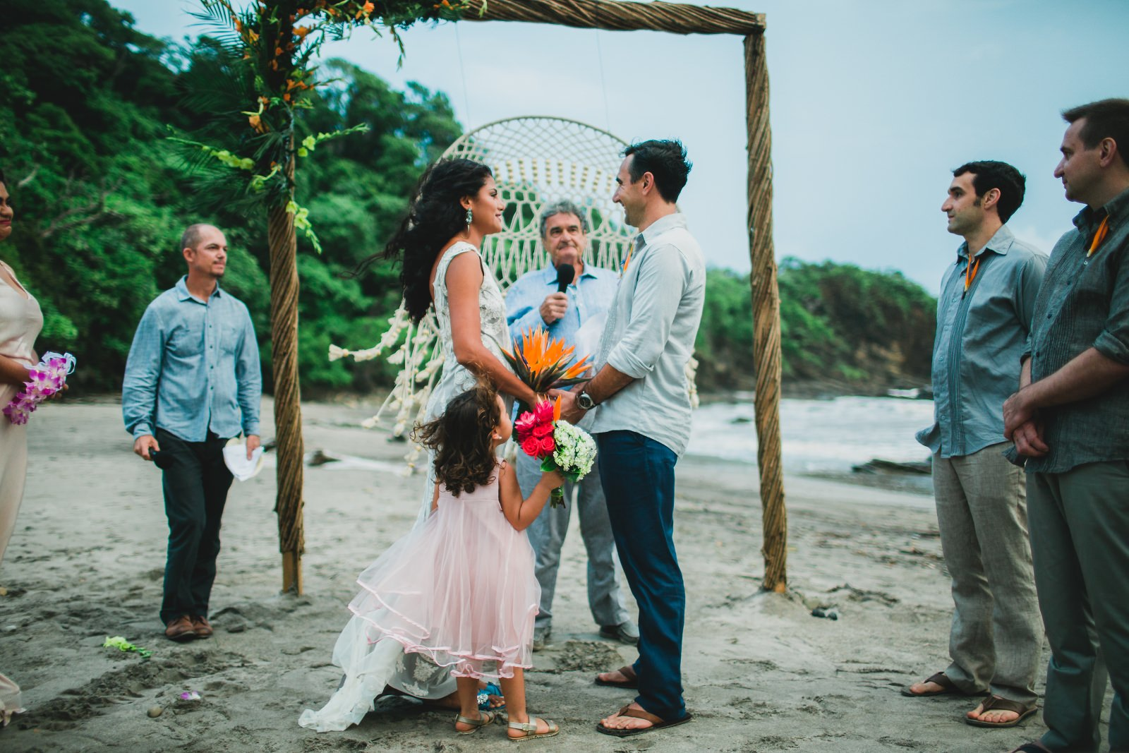 Beautiful beach destination wedding in tropical style. Destination Wedding photographer in Costa Rica.