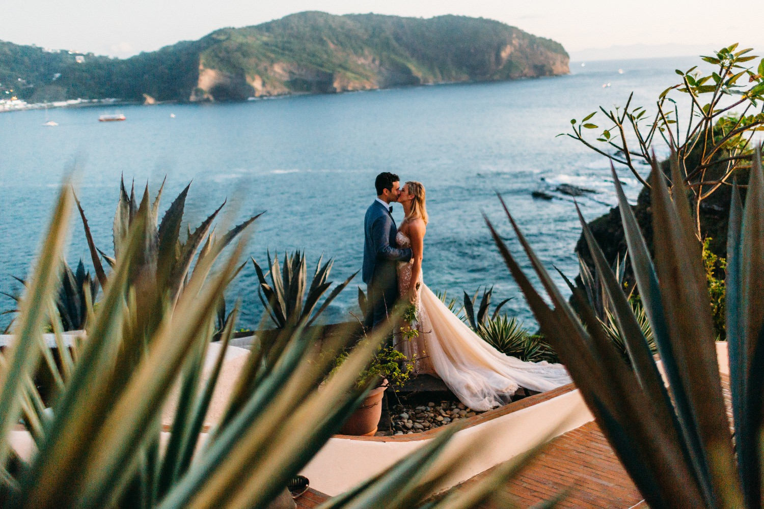 Destination wedding photography in Nicaragua and Costa Rica. Best wedding venue on the beach with amazing view of the San Juan Bay. Christian & Dana Wedding.