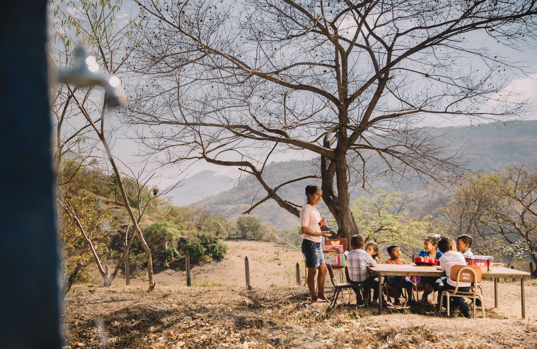 giving class outdoors - latin america - documentary photographer-Exposure.jpg