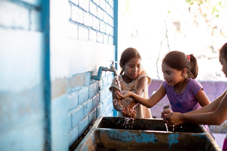 kids washing hands-documentary-Ngo photographer-Exposure.jpg