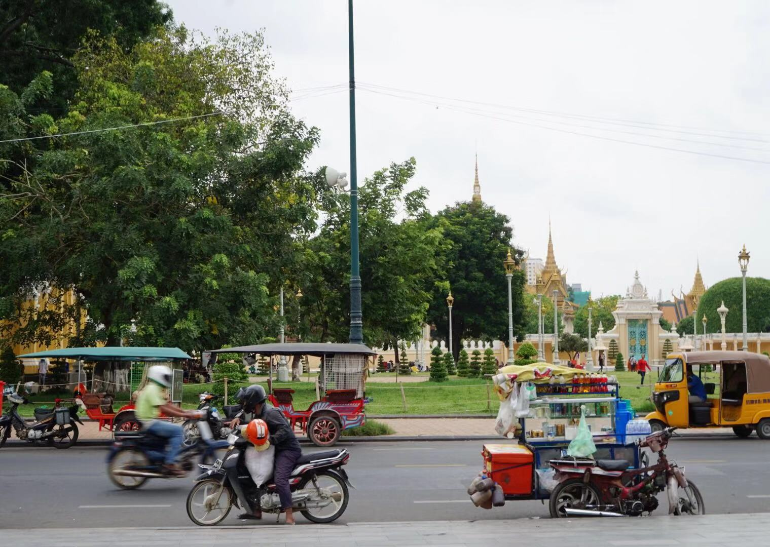 phnom penh traffic.jpg