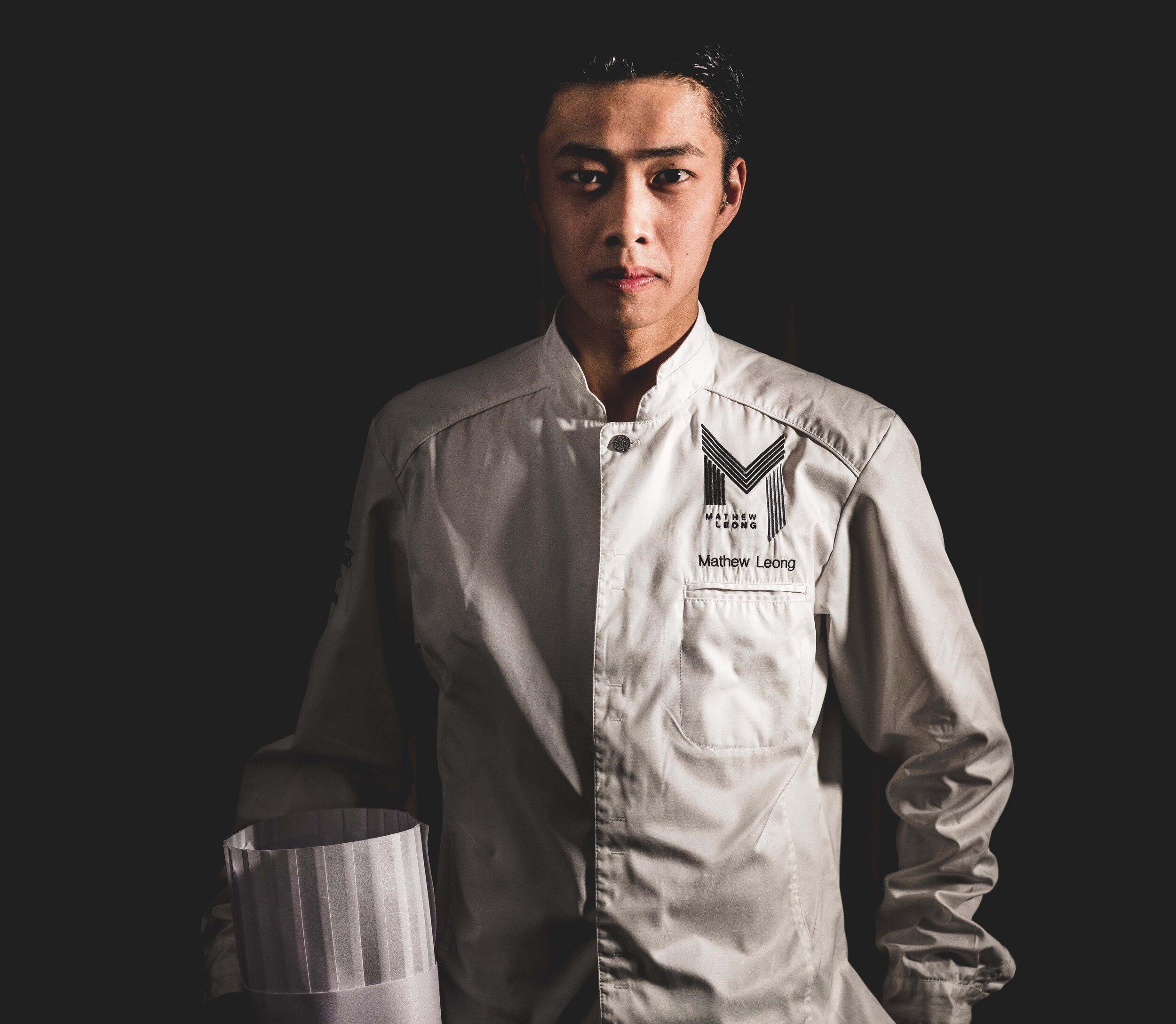 Mathew Leong med kokkeoverdel levert av Nor Tekstil