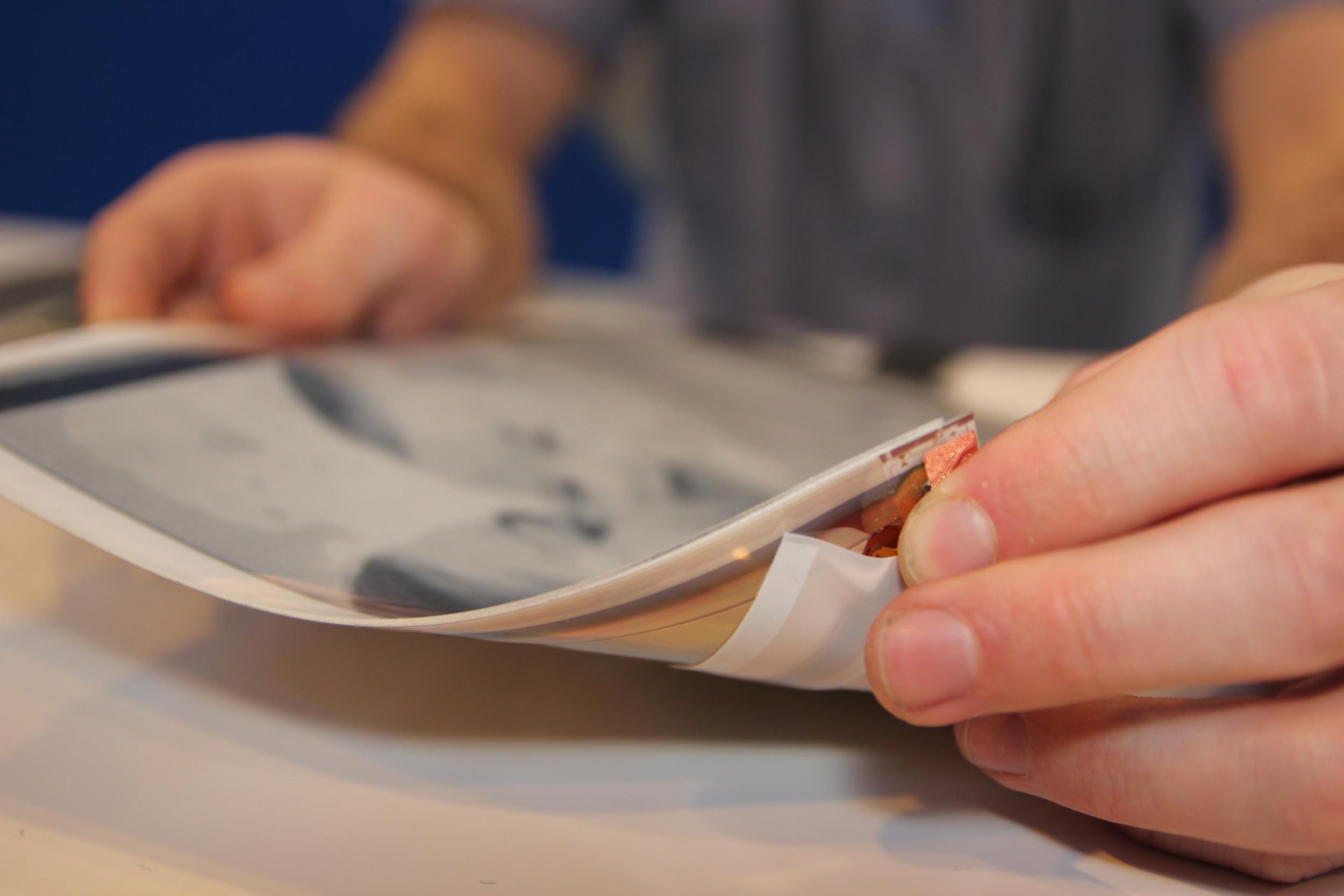 papertab (2012): top corner bend gesture to page or scroll