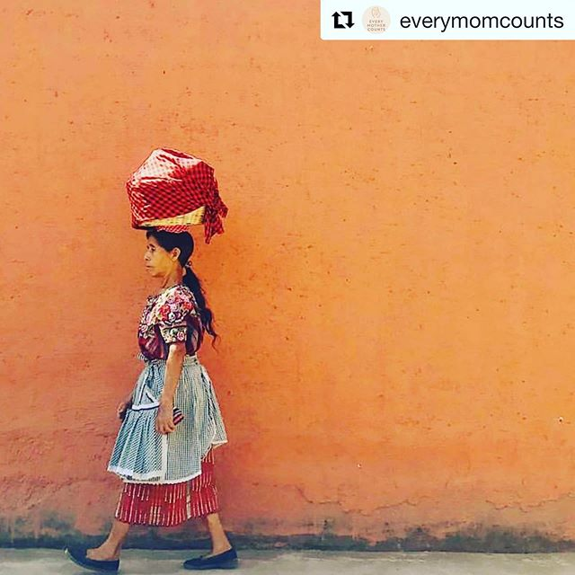 "The Spanish word for midwife in Guatemala is ""comadrona."" Fun fact: Comadrona comes from the Latin ""commater"" which, although it means ""godmother,"" is actually a compound word that literally translates to ""with mother."" . (📷: @luna_zorro) . #everymothercounts @everymomcounts #everymomcounts #midwife #midwifery #comadrona #partera #guatemala"