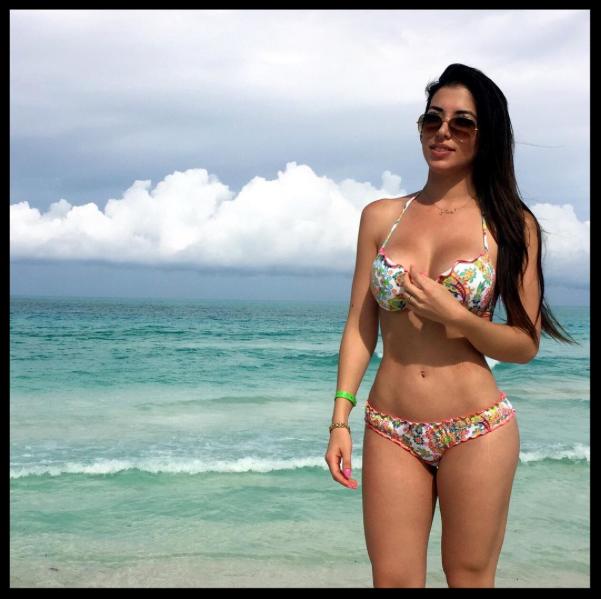 latina booty nude