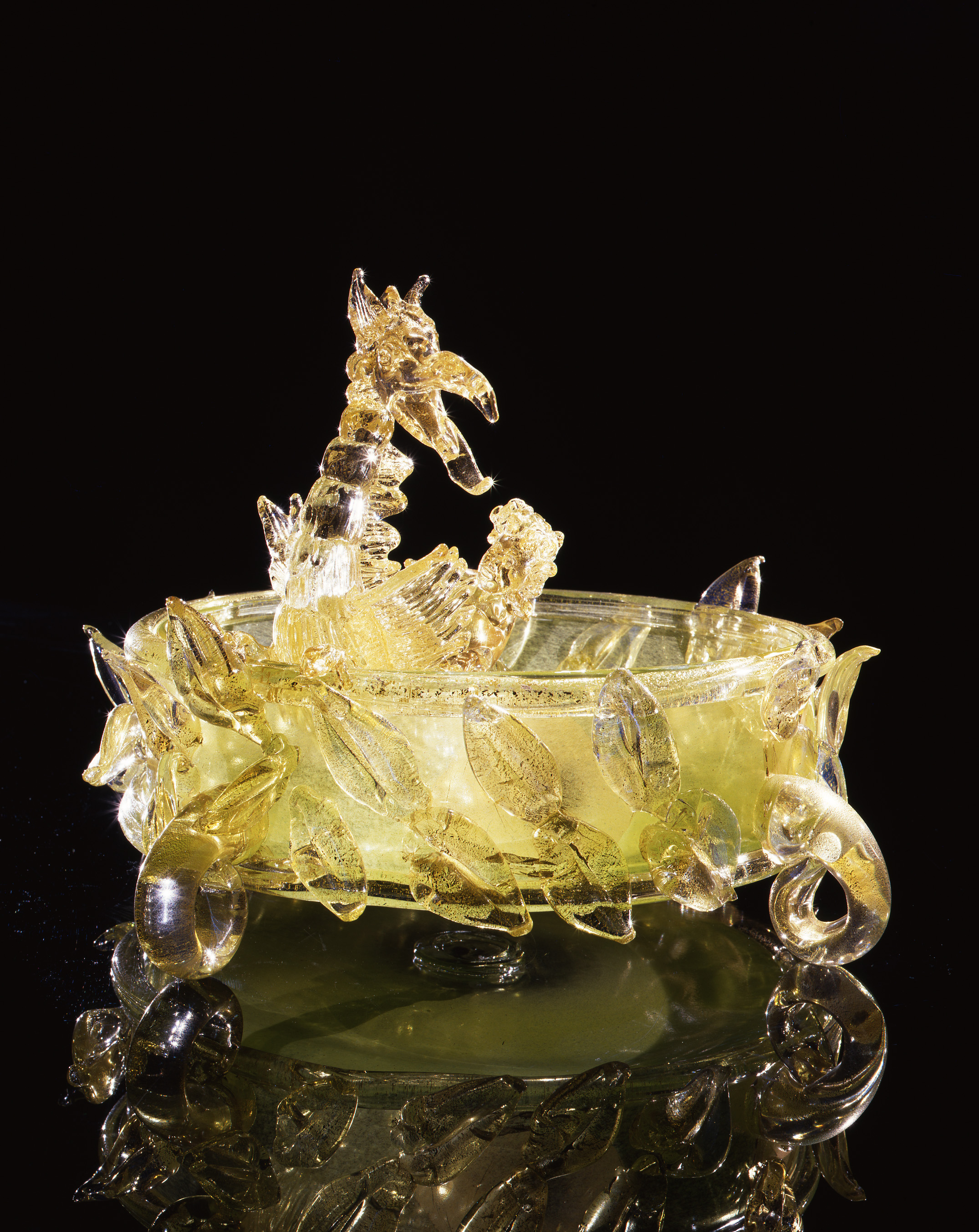 Dale Chihuly,  Gold over Fountain Green Putti Venetian with Leaves and Dragon  (1994, glass, 13 x 18 x 18 inches)