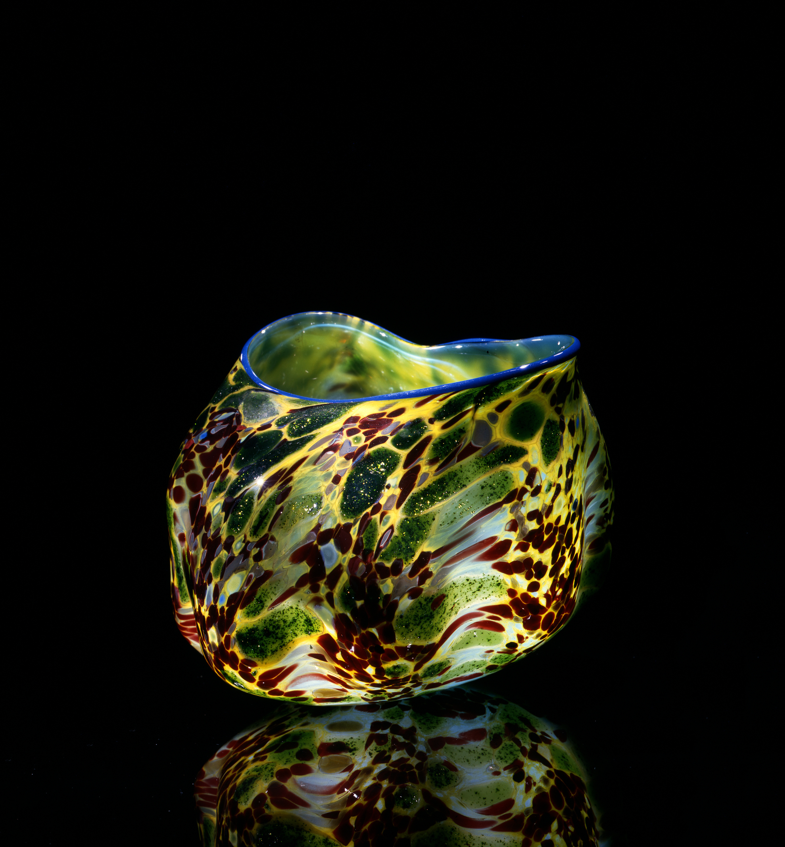 Dale Chihuly, Lumiere Green Macchia with Lapis Blue Lip Wrap (1981, glass, 5 x 5 x5 inches), DC.61