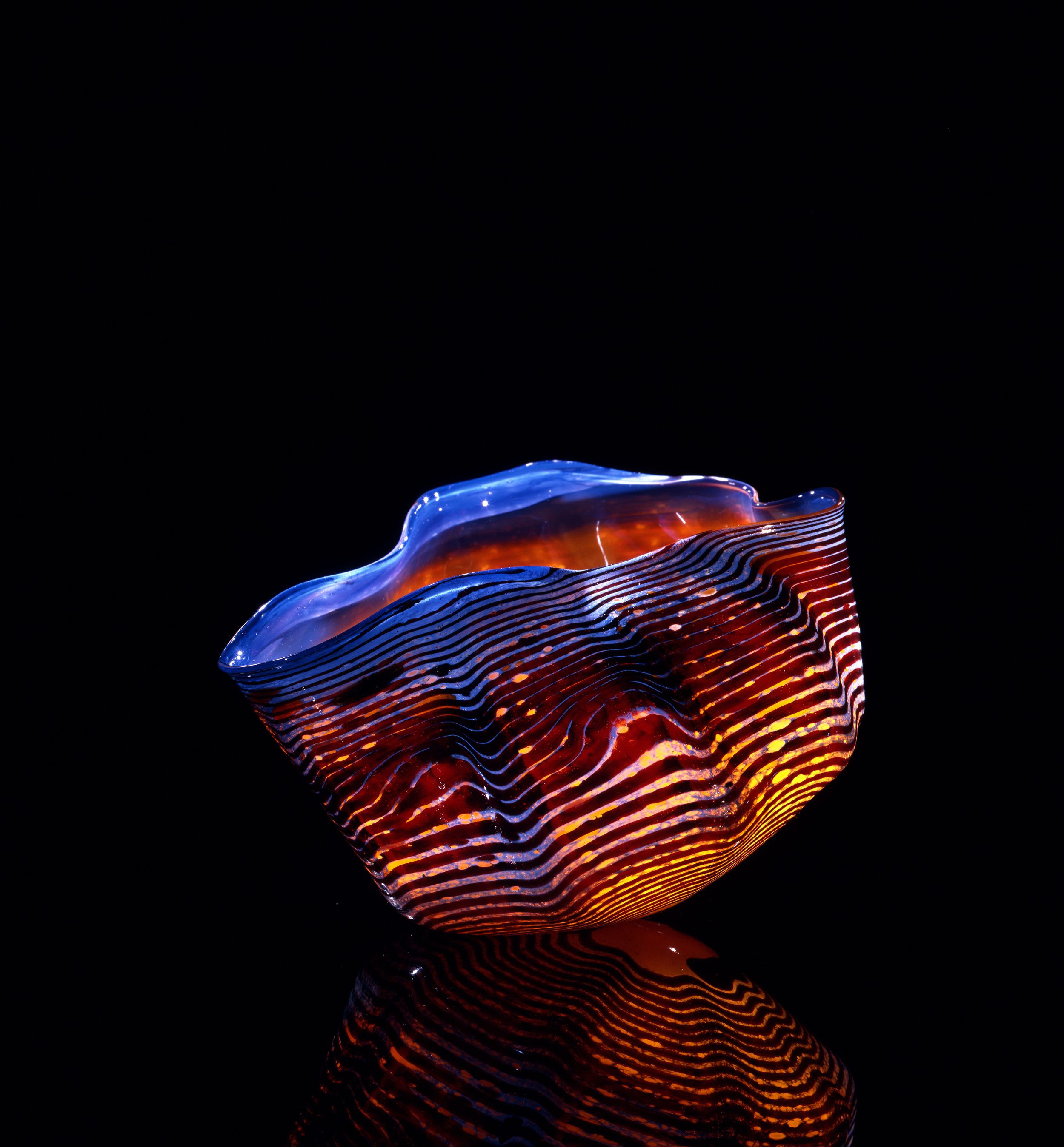 Dale Chihuly, Auburn Macchia with Phosphor Blue Lip Wrap (1981, glass, 6 x 7 x 7 inches), DC.65