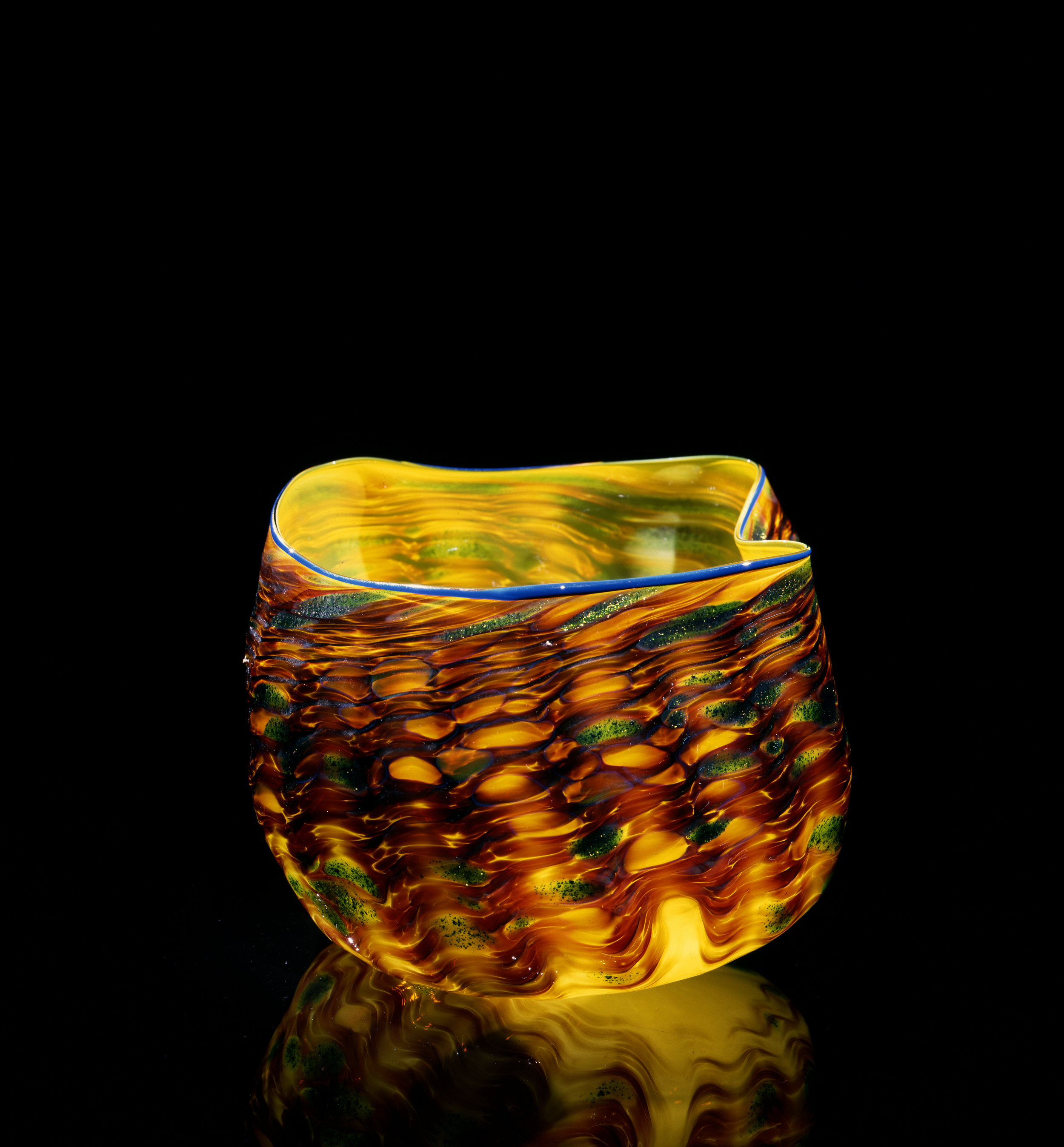 Dale Chihuly, Quince Yellow Macchia with Argon Blue Lip Wrap (1981, glass, 6 x 9 x 7inches), DC.97