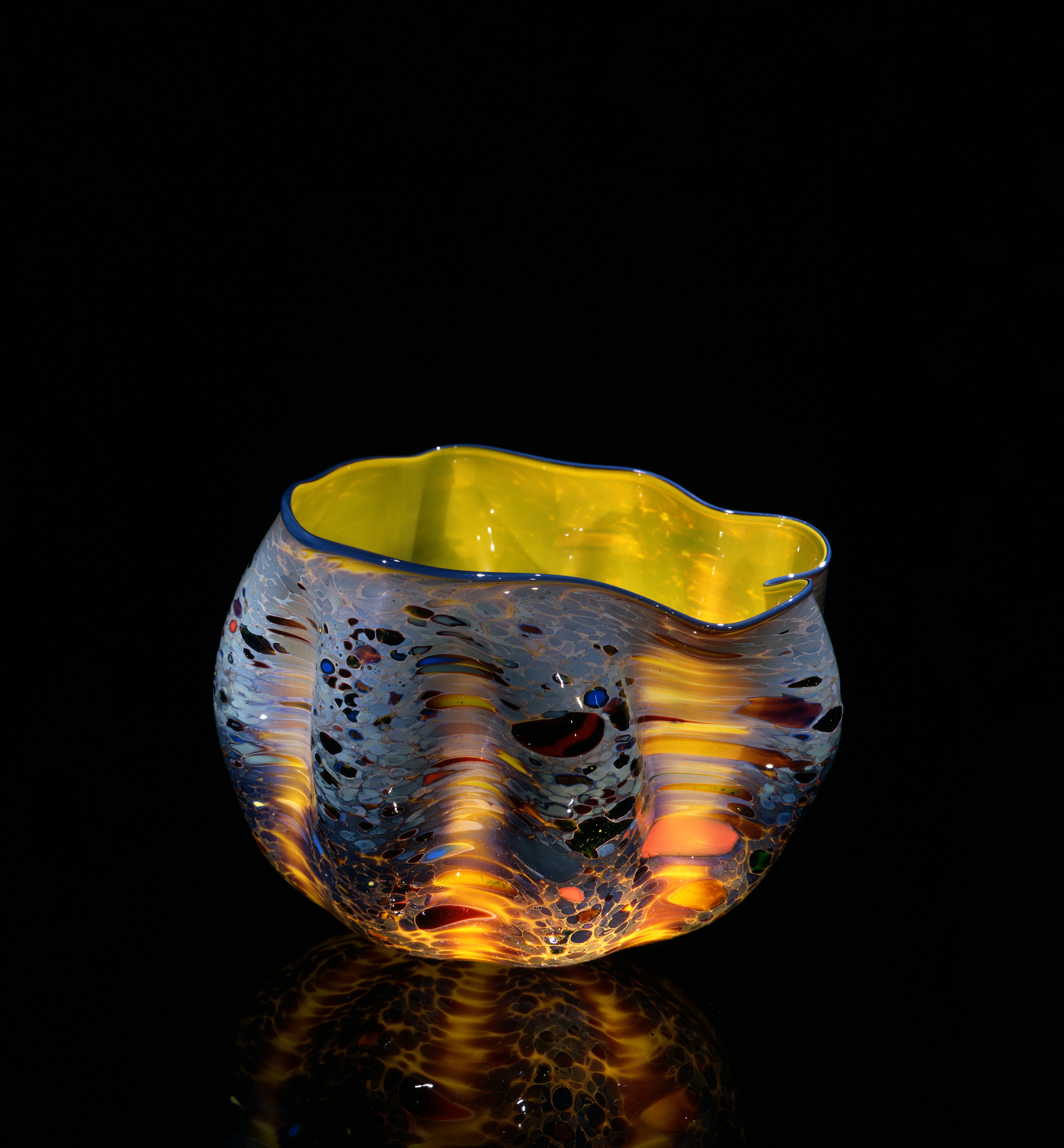 Dale Chihuly, Aureolin Yellow Macchia with Armenian Blue Lip Wrap (1981, glass, 5 x 7 x 7 inches), DC.99