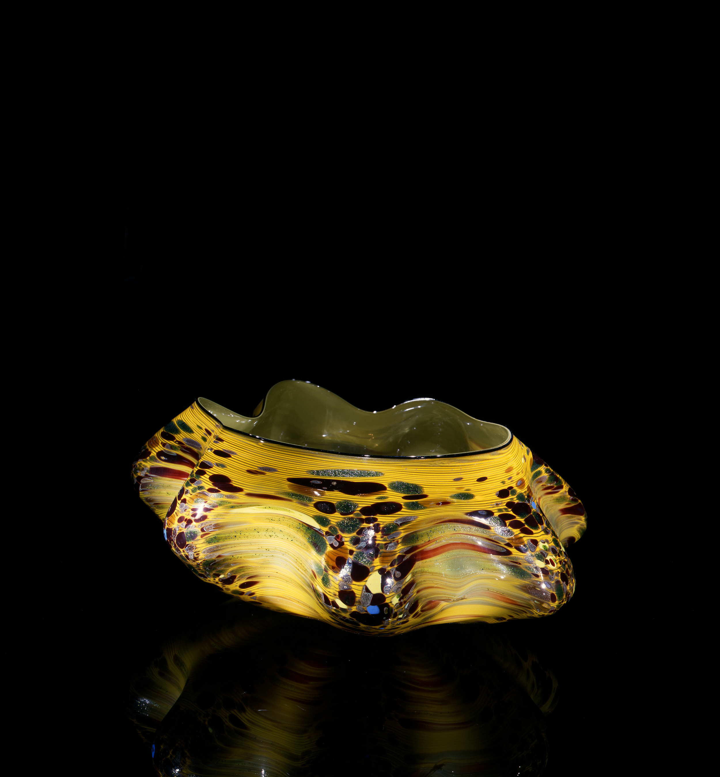 Dale Chihuly, Hazel Macchia with Carbon Lip Wrap (1981, glass, 7 x 15 x 14inches), DC.101