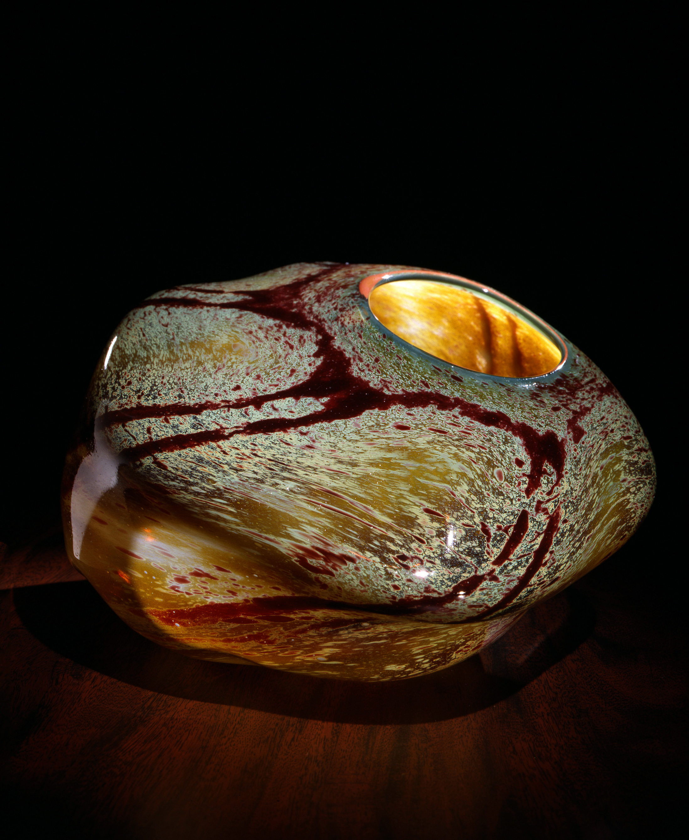 Dale Chihuly, Italian Ochre Macchia with Apricot Lip Wrap (1981, glass, 6 x 8 x 8inches), DC.107