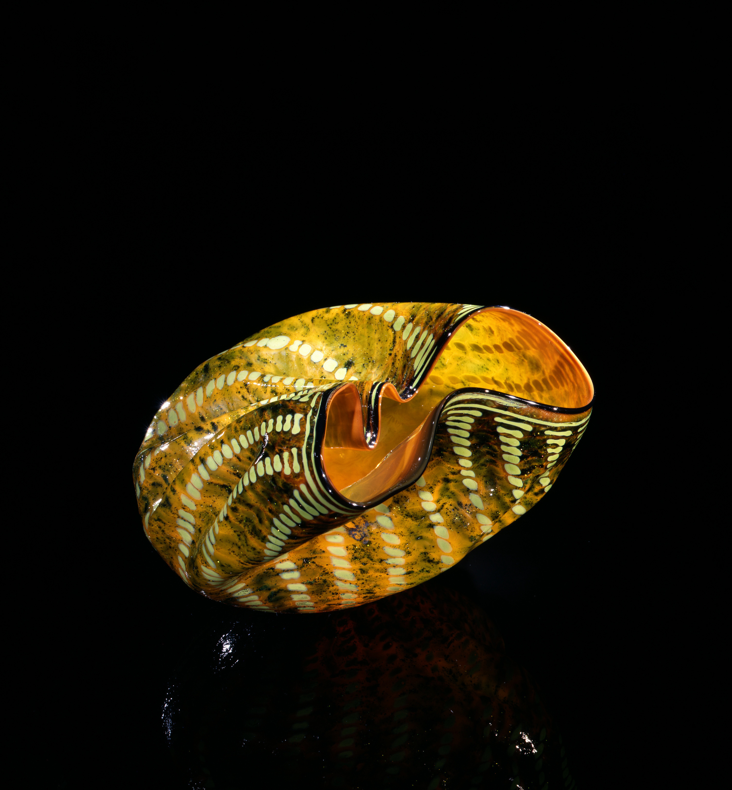 Dale Chihuly, Saffron Macchia with Umber Lip Wrap (1981, glass, 5 x 9 x 7 inches), DC.109