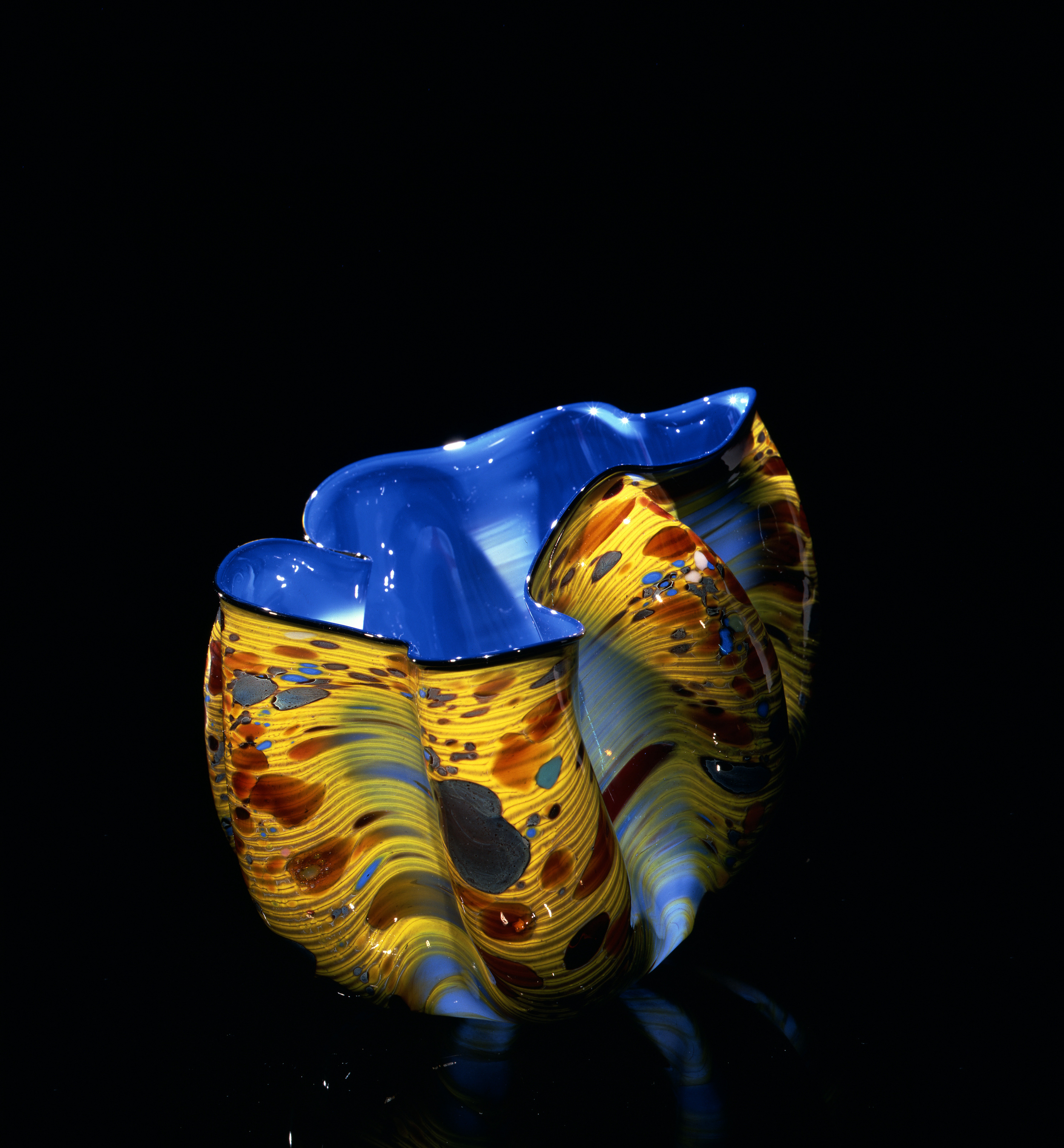 Dale Chihuly, Commelian Blue Macchia with Ochre Jimmies (1982, glass, 6 x 10 x 9inches), DC.118