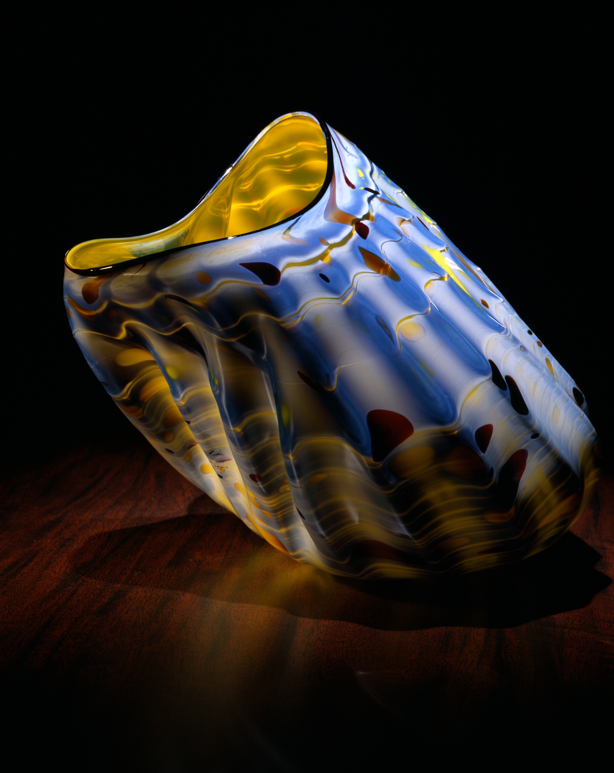 Dale Chihuly,  Angorra Yellow Macchia with Black Charcoal Lip Wrap (1982, glass, 6 x 9 x 7 inches), DC.123