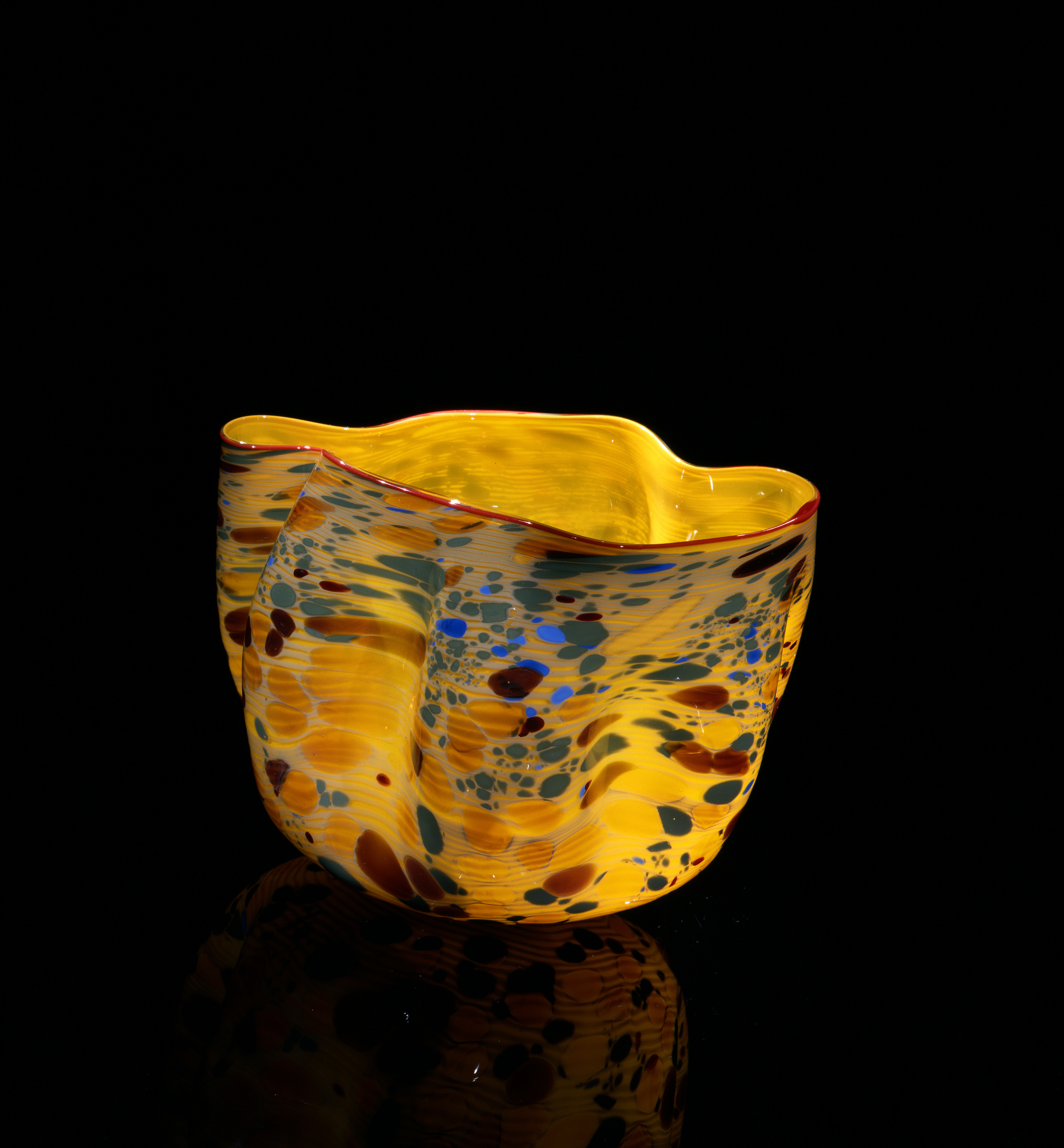 Dale Chihuly, Boron Yellow Macchia with Red Orange Lip Wrap (1982, glass, 6 x 9 x 7 inches), DC.125