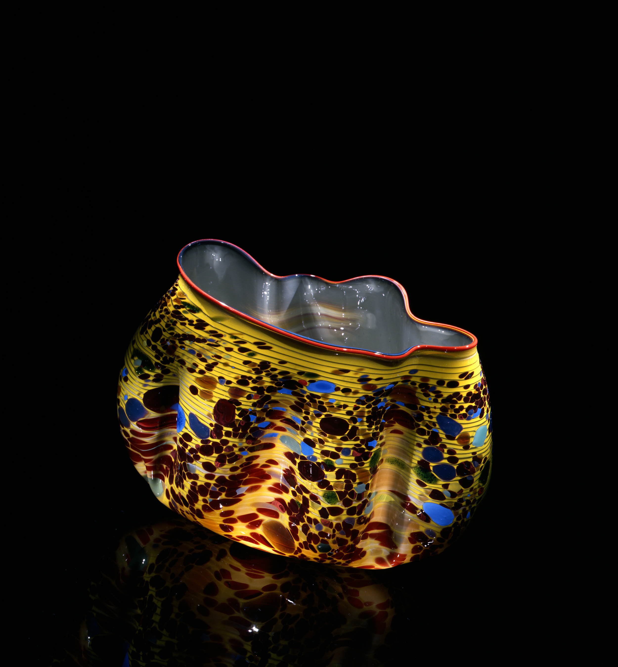 Dale Chihuly, Willow Macchia with Persimmon Lip Wrap (1982, glass, 7 x 9x 6 inches), DC.127