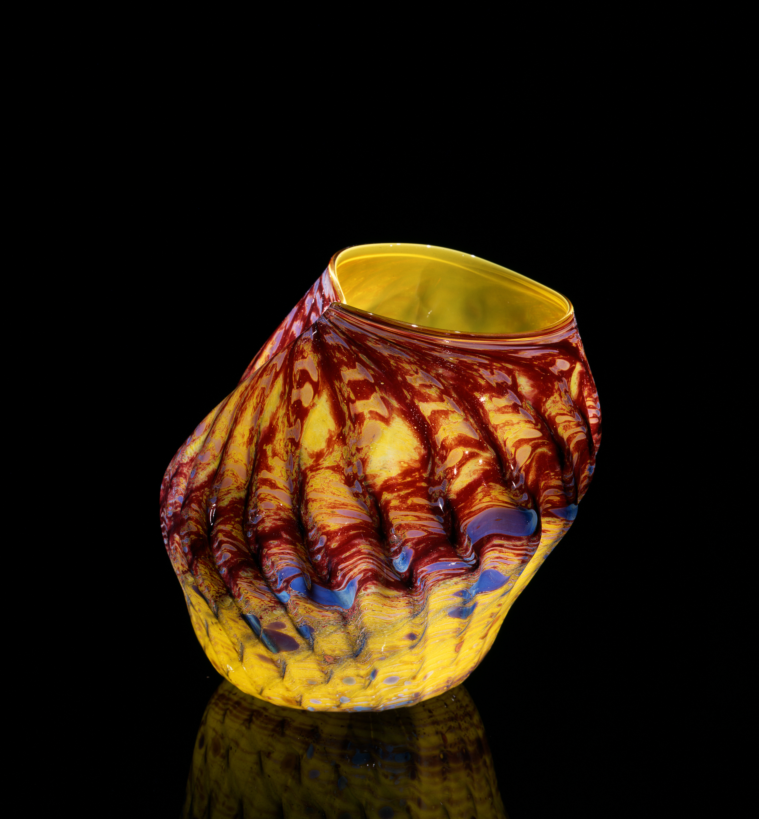 Dale Chihuly, Oxblood and Chartreuse Macchia with Mirrored Jimmies (1982, glass, 10 x 9 x 9 inches), DC.130