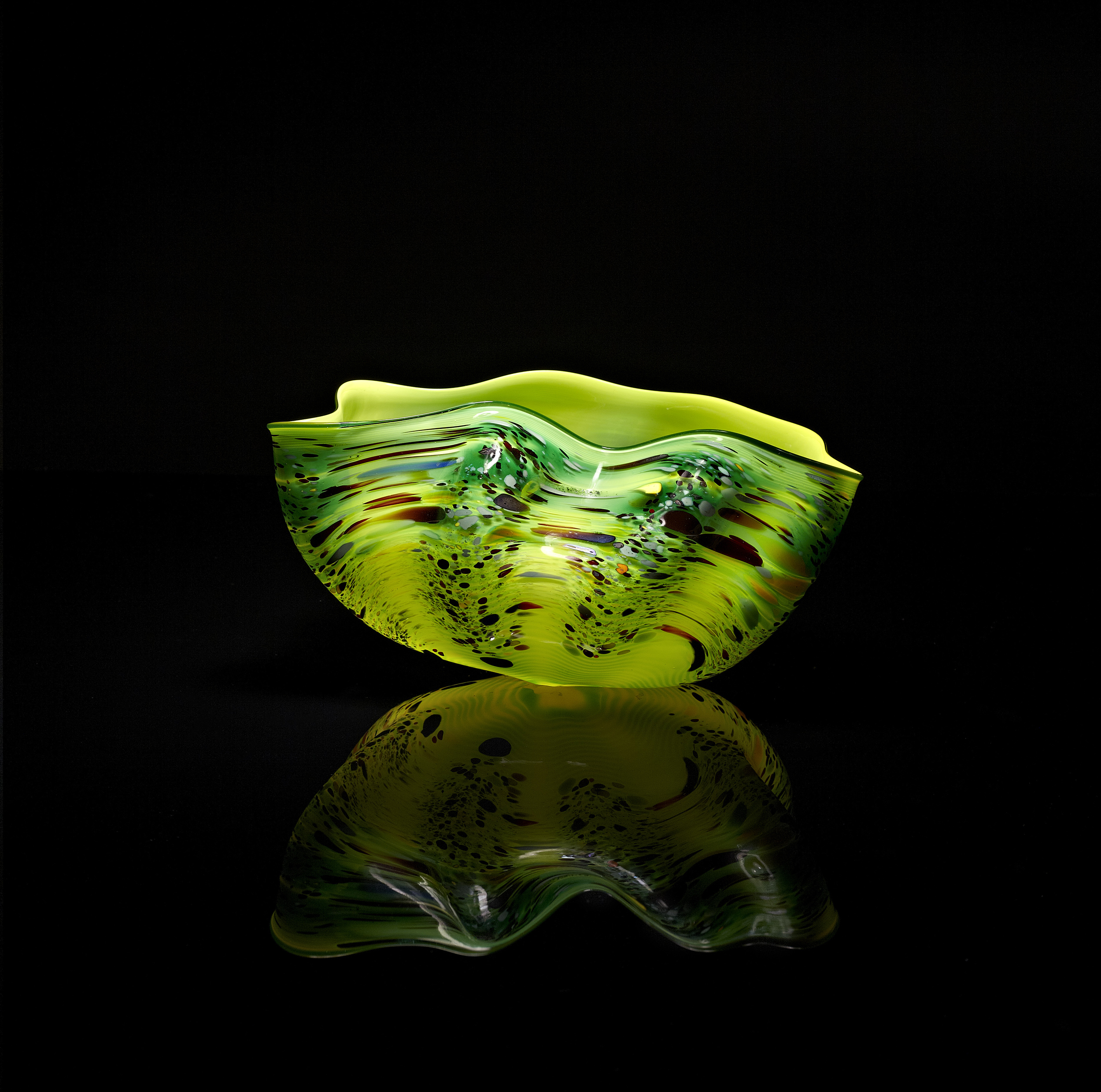 Dale Chihuly, Yellow Green Macchia with Forest Lip Wrap (1982, glass, 10 x 6 x 5 inches), DC.136