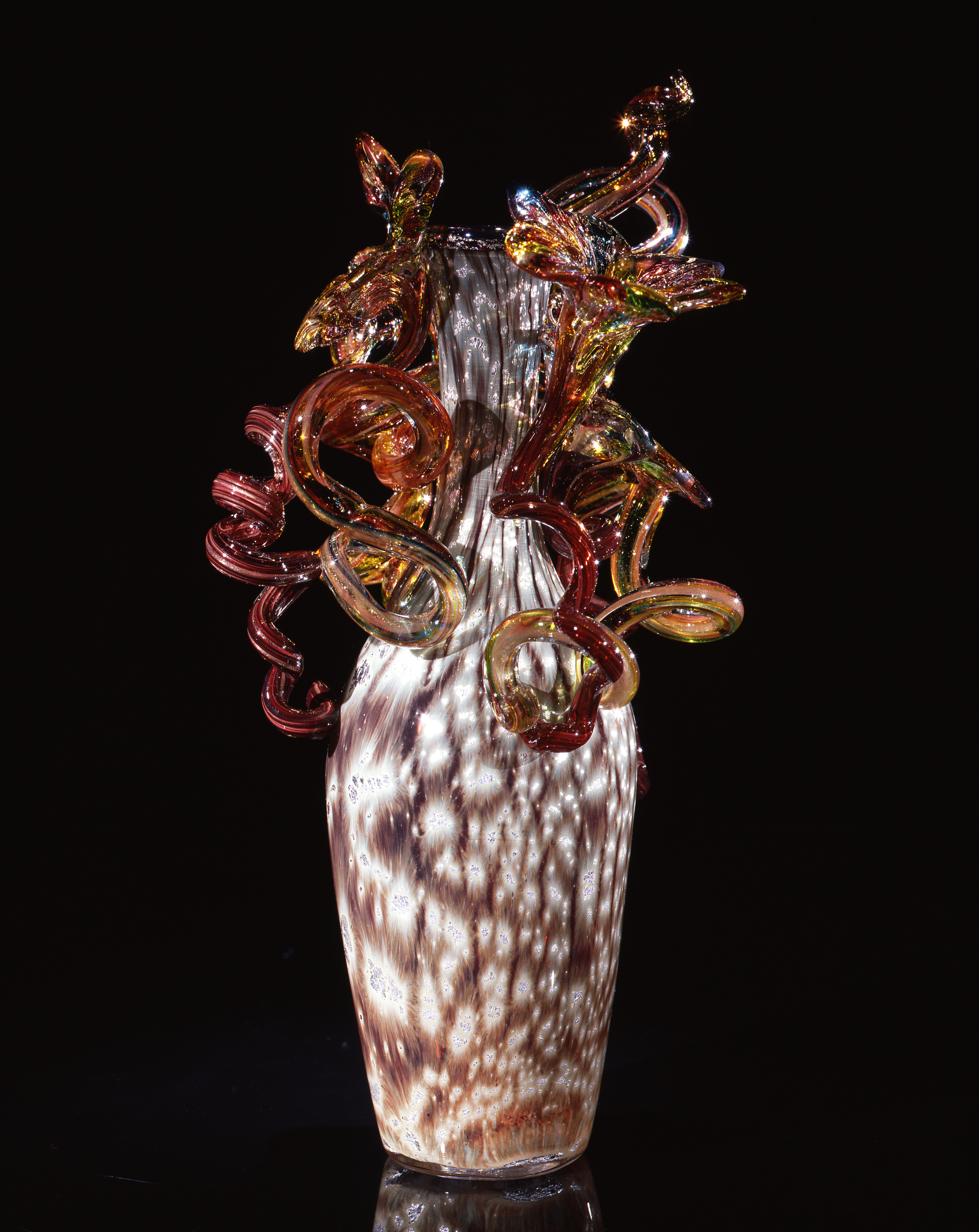 Dale Chihuly,  Alabaster and Umber Piccolo Venetian with Coils and Lilies  (1993, glass, 11 x 5 x 5 inches)