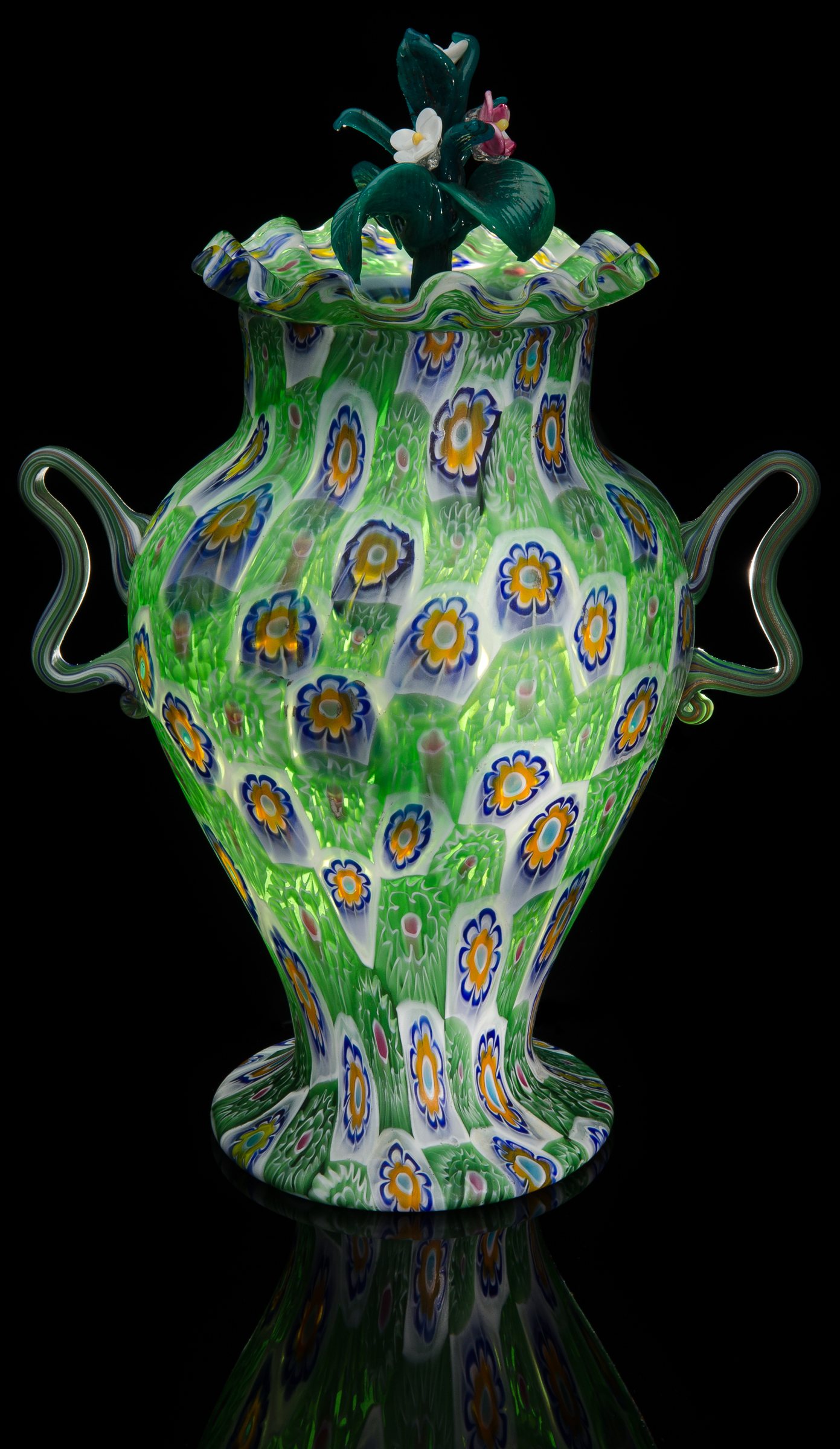 Fratelli Toso,  Green Urn-Shaped Lamp with Checkered Murrhine Pattern with Finials  (circa 1925, glass, 12.5 inches), VV.289