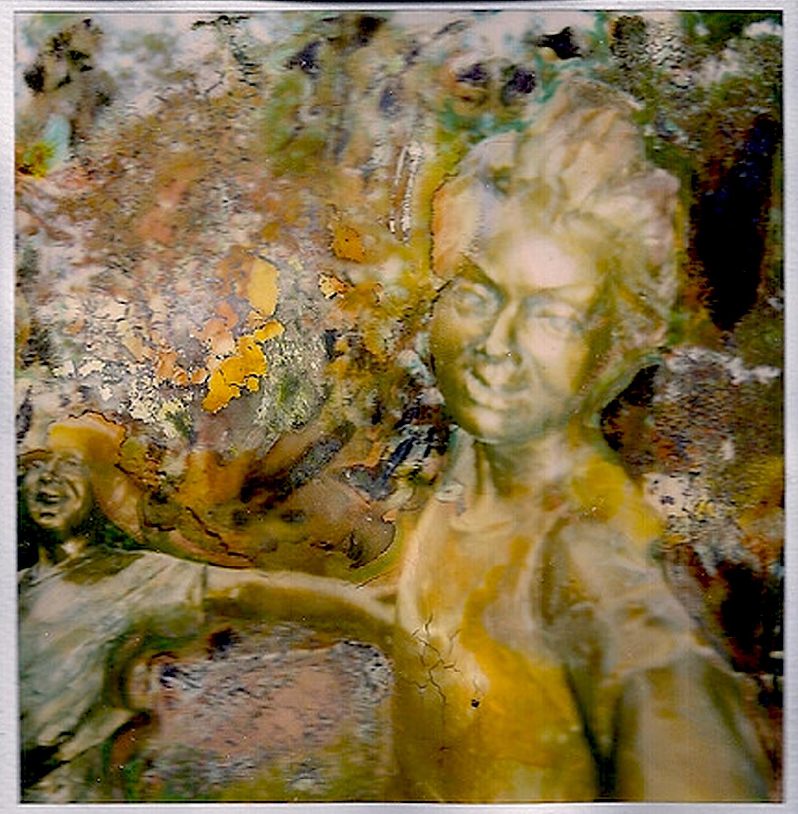 dancing statues 01 cropped.jpg