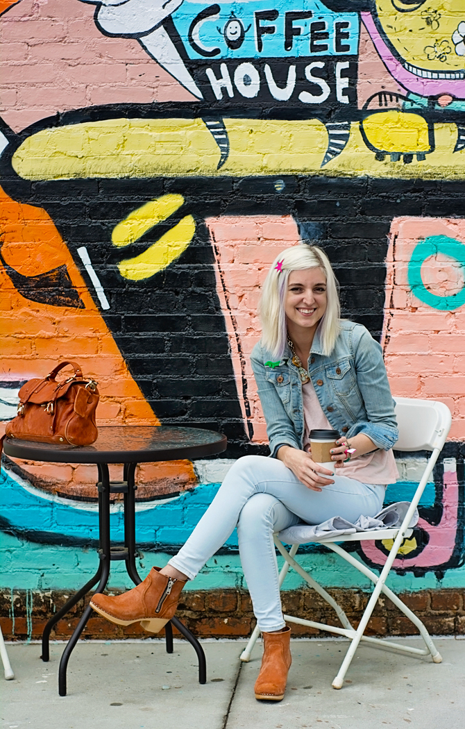 Interview with Courtney of myfriendcourt.com at HodgePodge Coffee House, Atlanta