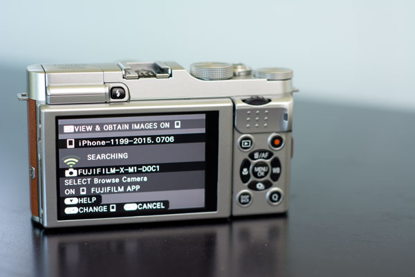Fujifilm X-M1 can connect wirelessly to your phone