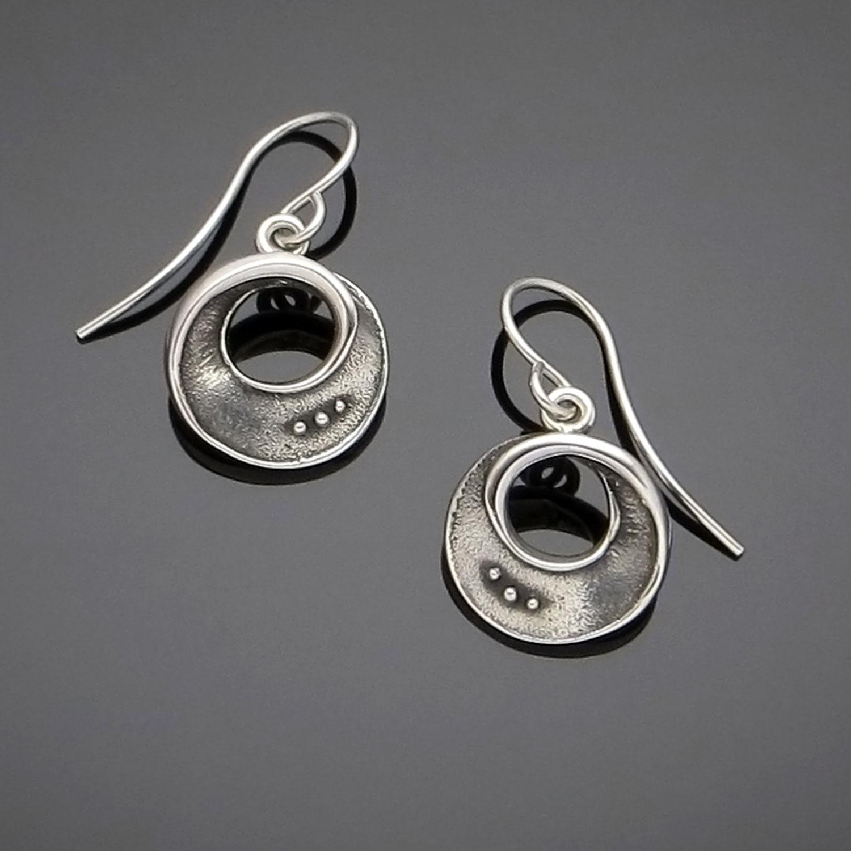 #166 Mobius Bead earring
