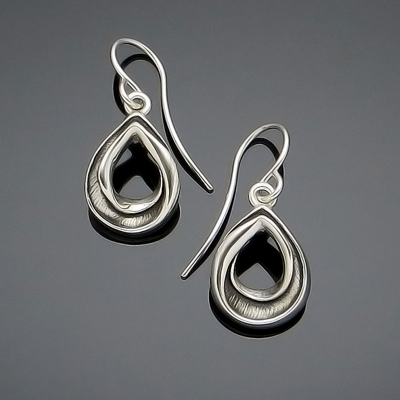 #160 Mobius Pear earring