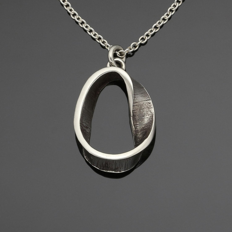 #119 Mobius pendant