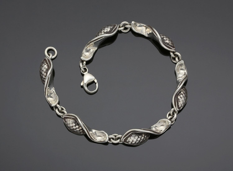 #140 Twisted Pod bracelet