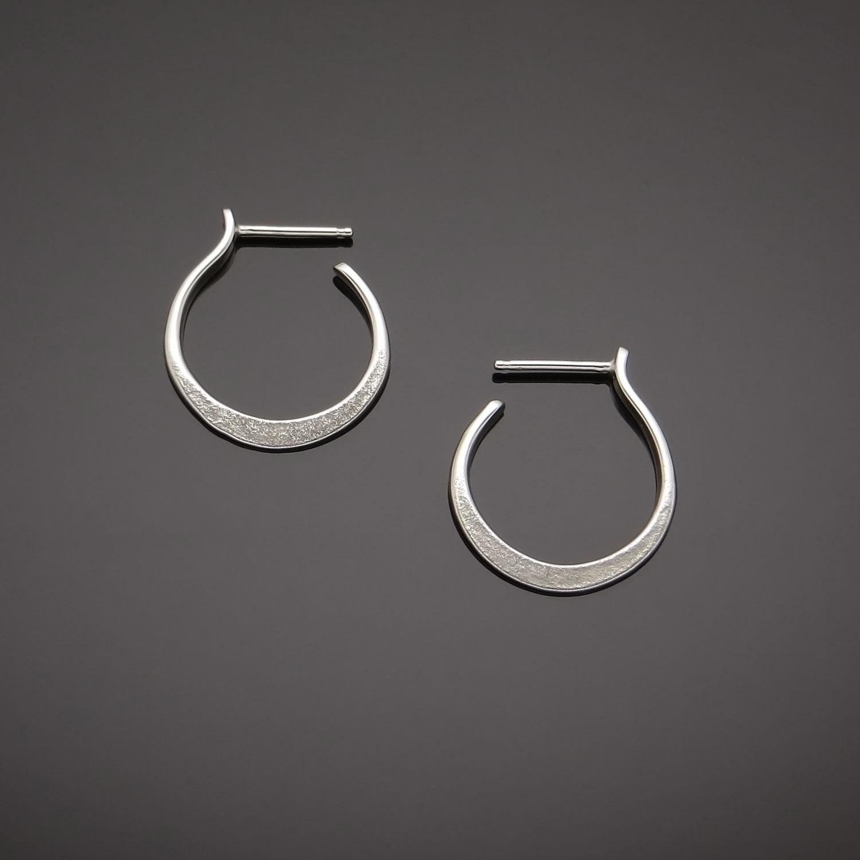 #510 Classic Vine Hoop earring