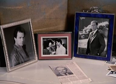 What an odd shrine Alexis has - and why keep the wedding picture to Sean