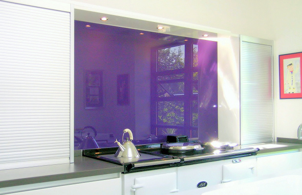 kitchen_fitted_with_opticolour_blackcurrent_glass_splashback_0.jpg