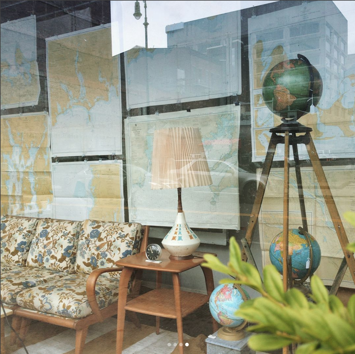 GLOBES AND MAPS, 2017