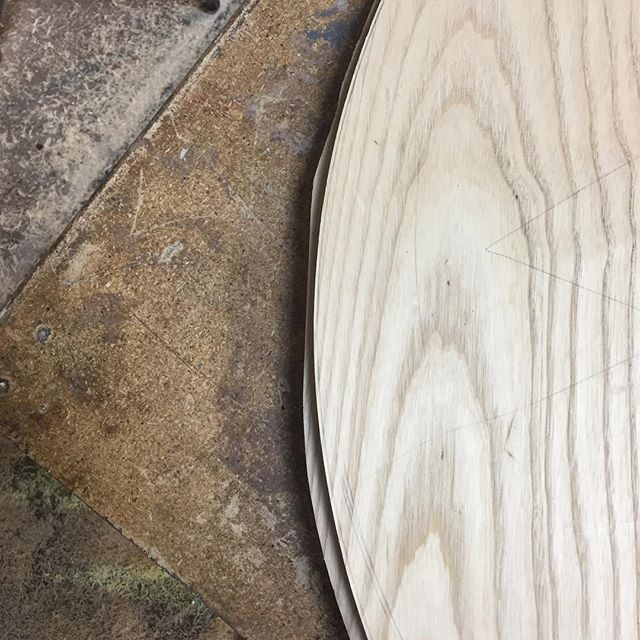 """First of three passes with the router to make the rough cut circle into a smooth one.  2"""" thick ash coffee table. More soon #woodwork #ash #coffeetable #furnituredesign #woodgrain"""