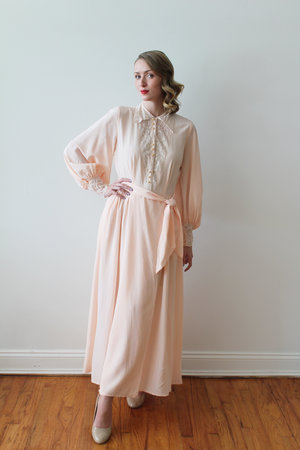 f7a852822 1940s - 50s Long Sleeved Pink Dressing Gown