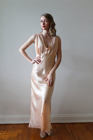 cc067cc59d7e4 Vintage 1930s - 40s Peach Nightgown