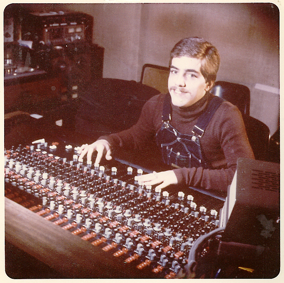 Walter Gibbons at Blank Tapes Studios, New York. Photographer unknown, courtesy of François Kevorkian.