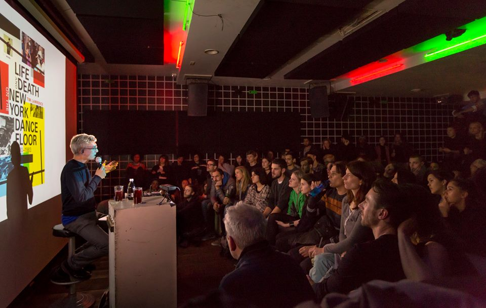 As I was saying, it was a tight room--and it was pretty packed. Photo: Jessica-Schäfer