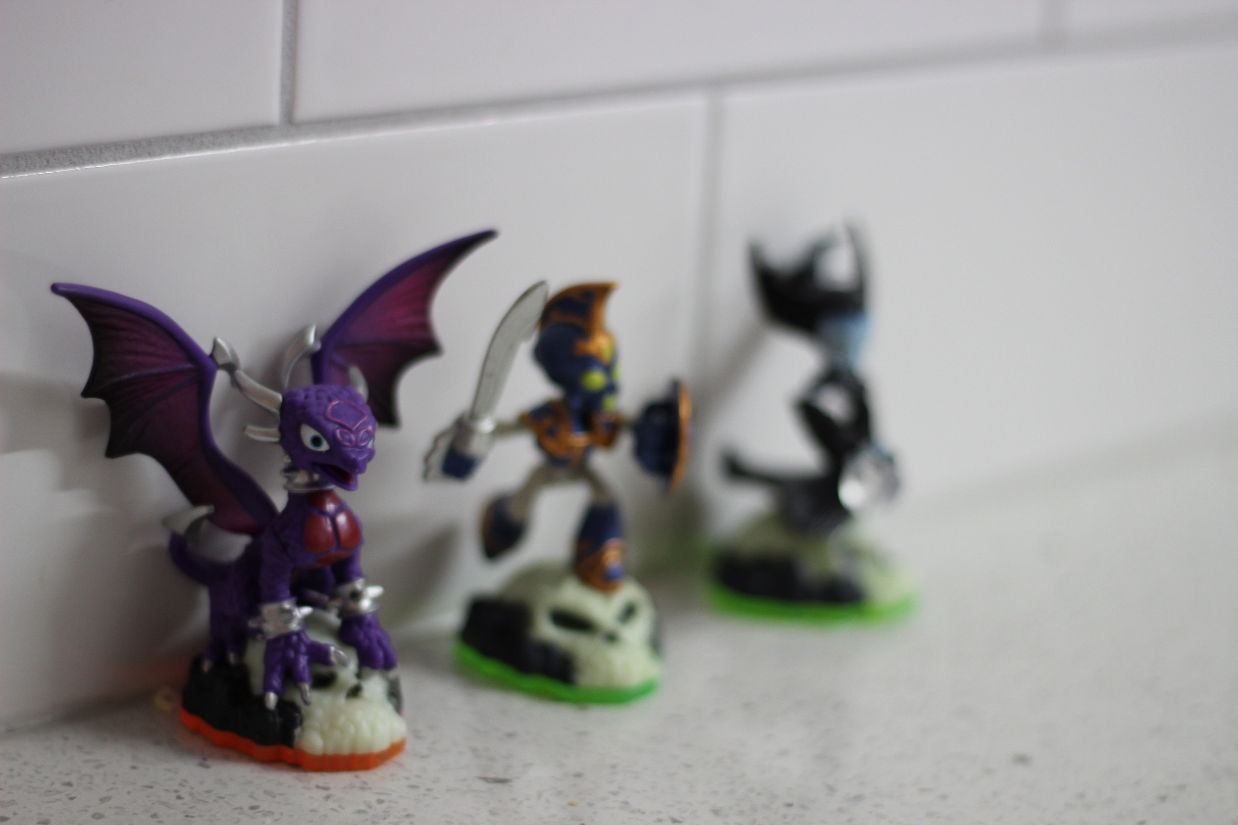 Skylander Cynder and back up crew
