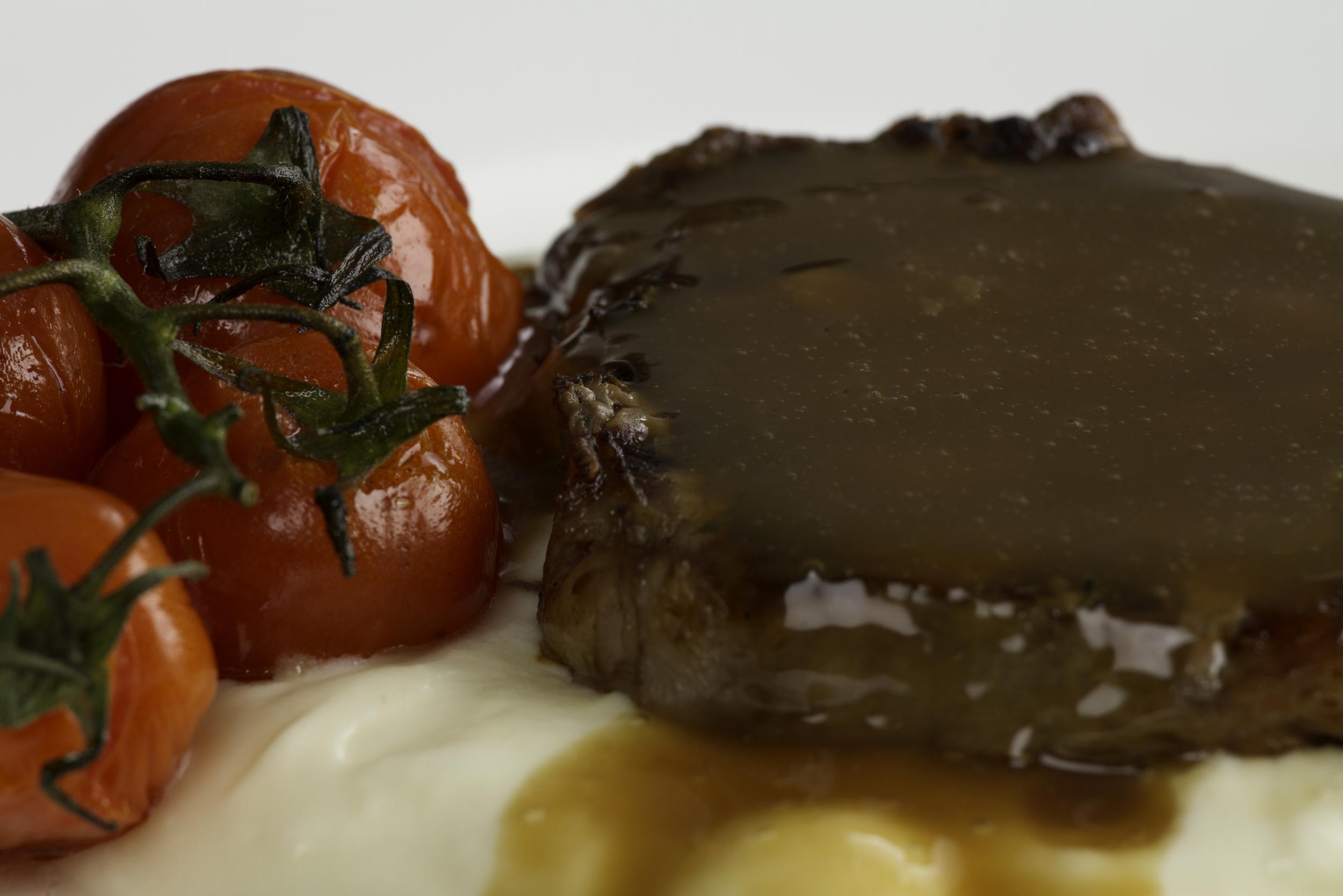 Steak with Gravy. ISO 100, Shutter 1/160, Aperture f/11