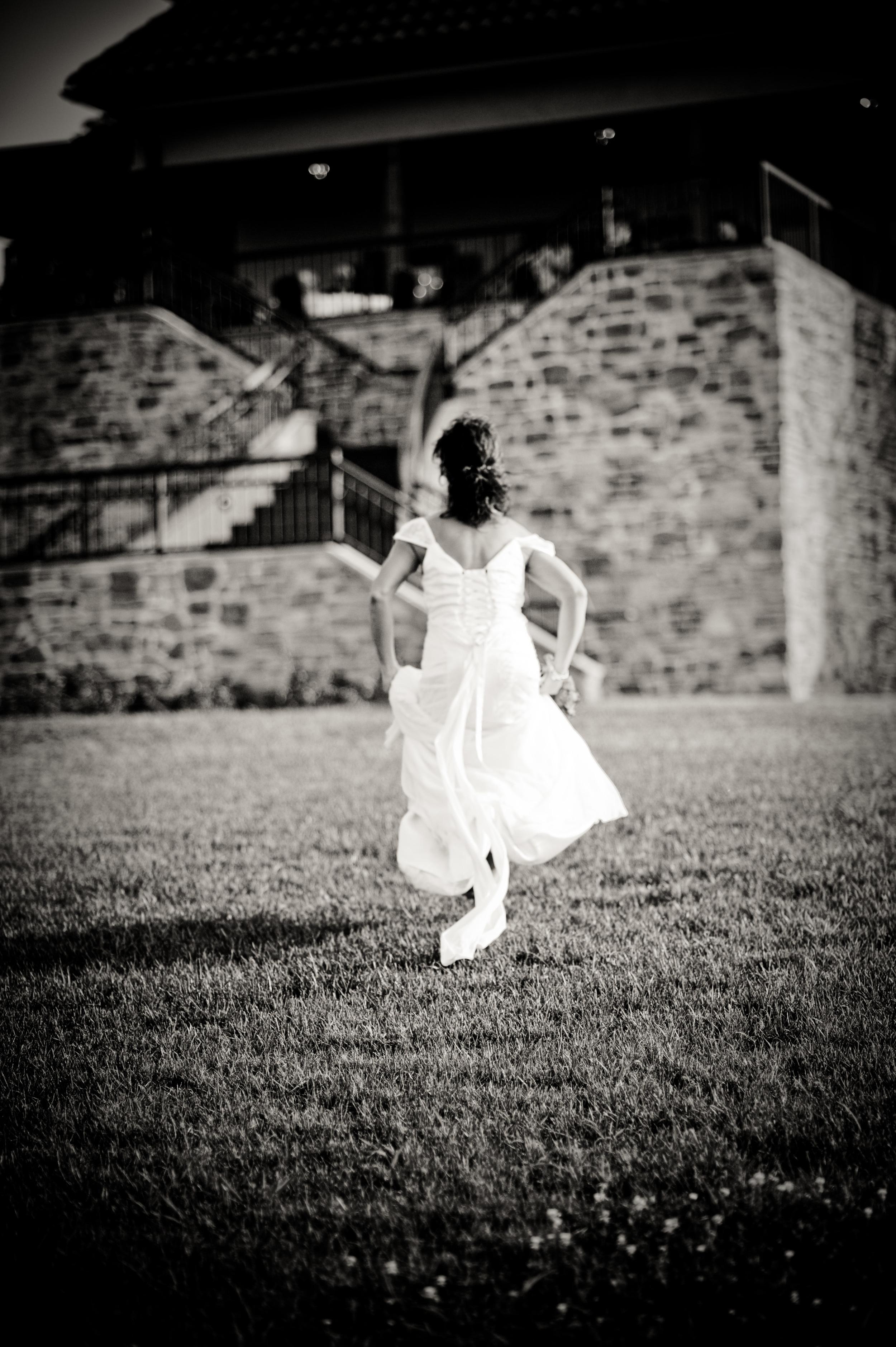 Raffaldini Bride Running to her wedding, Kenneth Light Studios